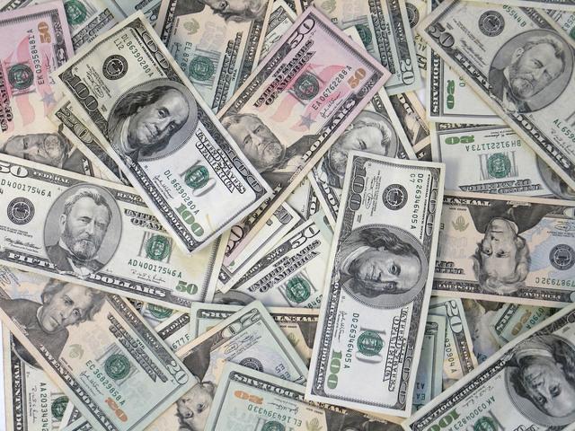 rozsypané bankovky.jpg
