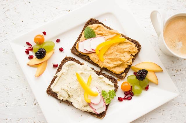 celozrnný chléb s pomazánkou
