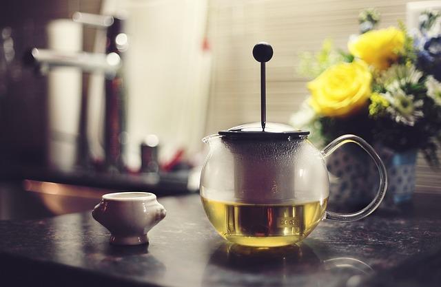 konvička s čajem